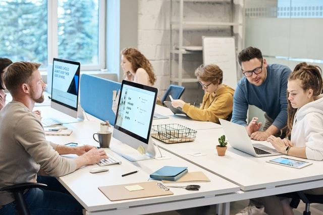 Care sunt motivele pentru care ne simțim stresați la locul de muncă?